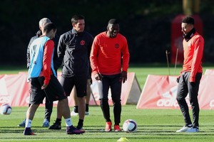 Timothy Fosu-Mensah op de training van Manchester United. © Hollandse Hoogte