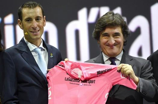 Vincenzo Nibali tijdens de presentatie van het rittenschema van de Giro © Hollandse Hoogte