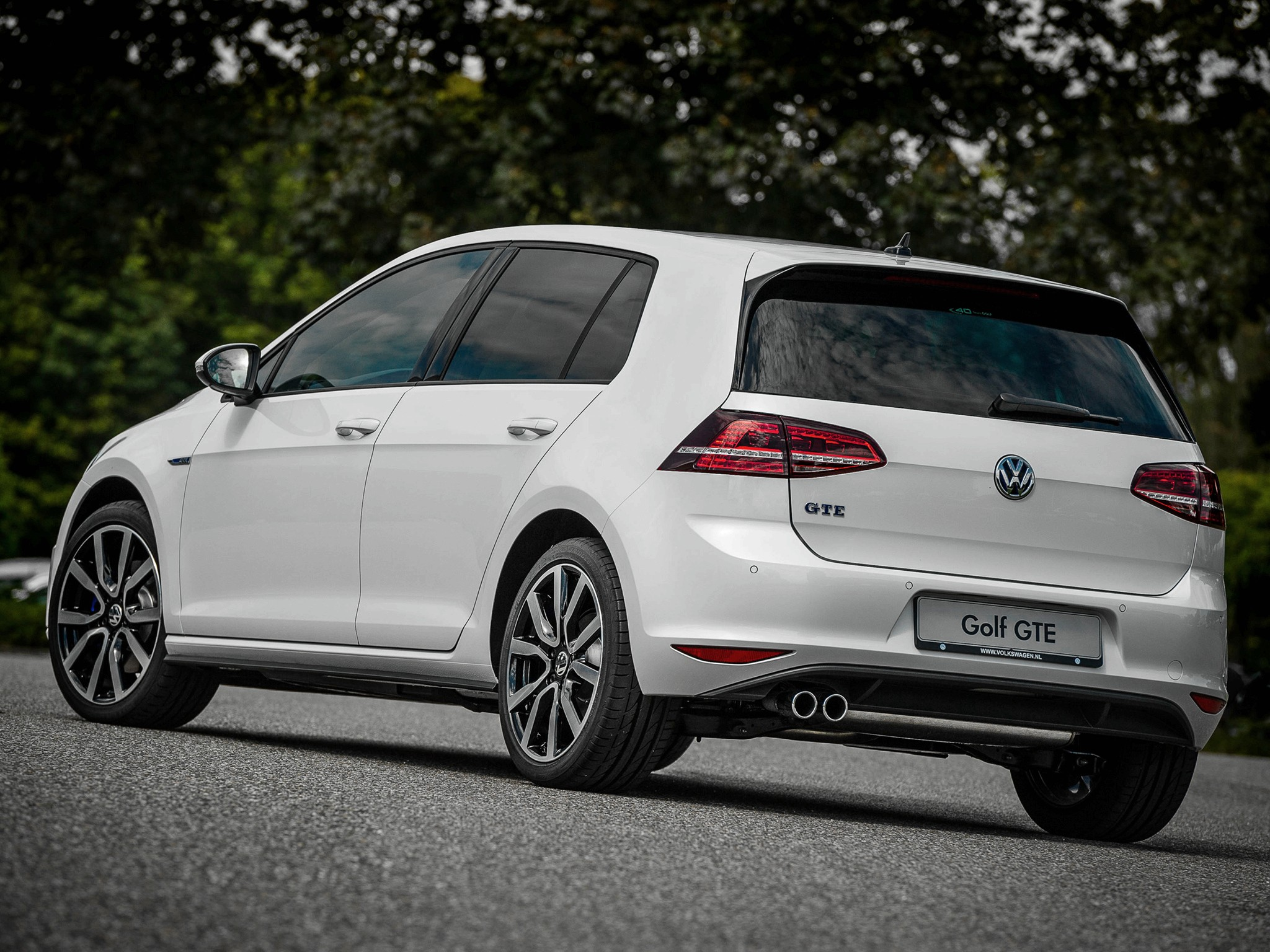 volkswagen_golf_gte_5-door_2