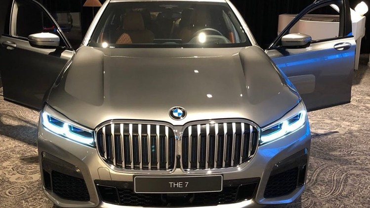 BMW-7-Series-facelift-model-spied