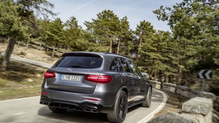 performance-suv-mercedes-amg-glc63-02
