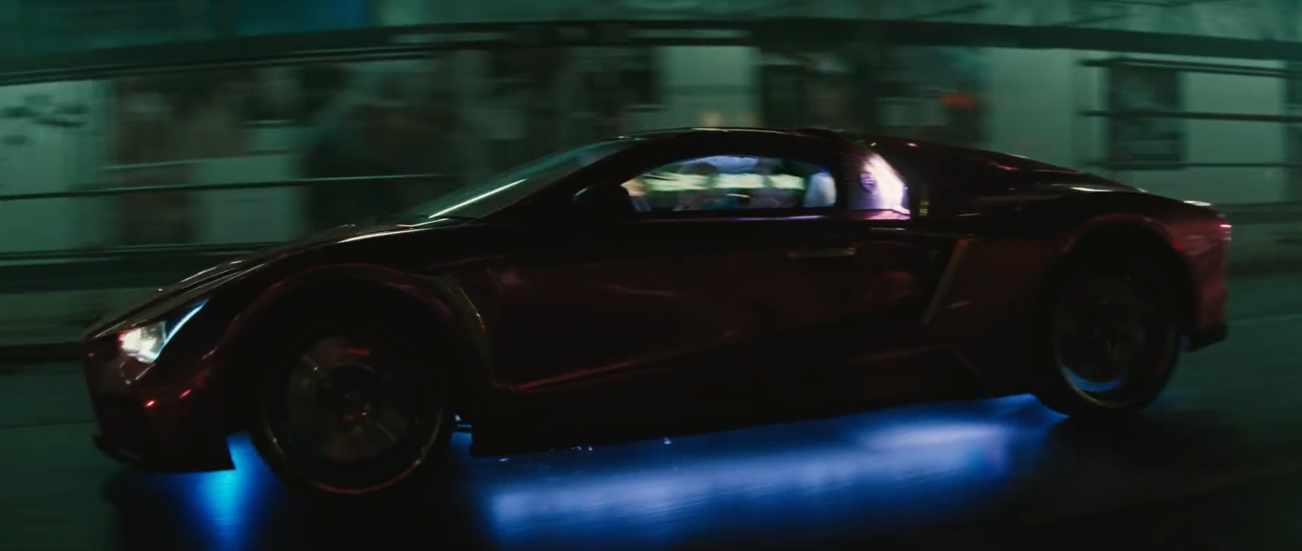 De auto van The Joker in de film Suicide Squad, de Vaydor G35.
