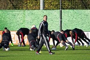 Frank de Boer tijdens een training van Ajax. © EPA