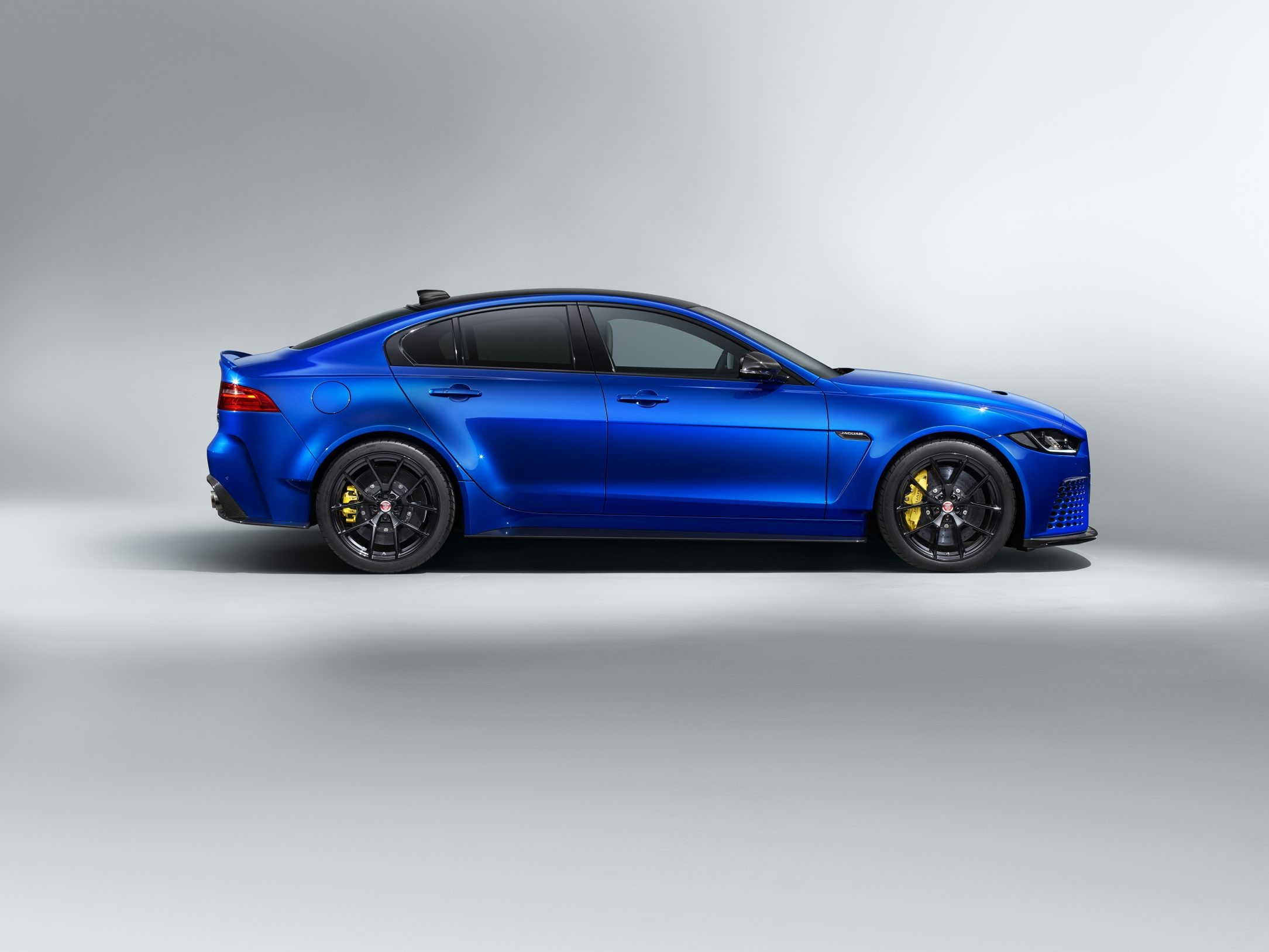 jaguar XE SV project 8 touring pack