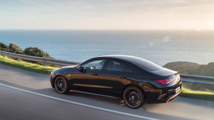 07-mercedes-benz-2019-cla-coupe-c-118-cla-250-amg-line-cosmos-black-metallic-edition-1-orange-art-3400x1440